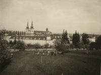 Velehrad - pohled na baziliku.jpg