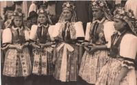 Velehrad - poutnice z Kunovic.jpg